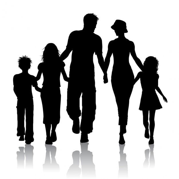 Silhueta de uma família caminhando juntos Vetor grátis