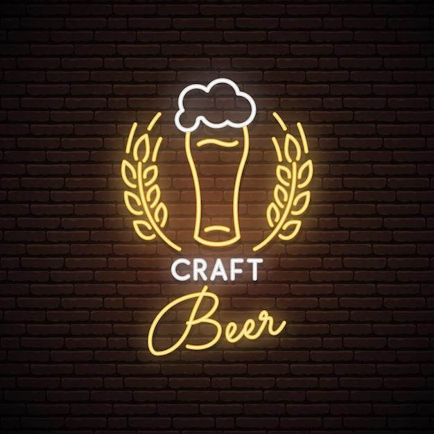 Sinal de néon de cervejas artesanais. Vetor Premium