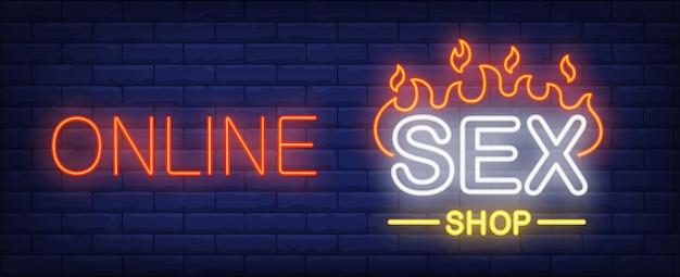 Sinal de néon de loja de sexo on-line. parede de tijolo escura da palavra o do fogo. Vetor grátis