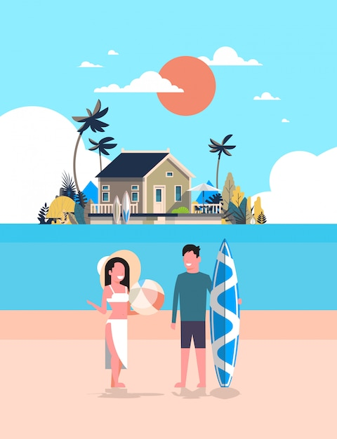 Surfista casal verão férias homem mulher prancha de surf na praia do sol casa villa tropical ilha vertical Vetor Premium