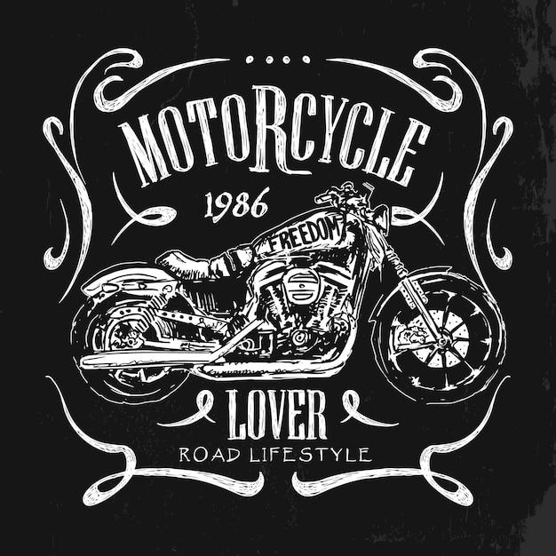 T-shirt do vetor desenhado da mão da motocicleta vintage. Vetor Premium