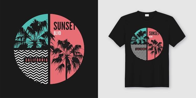 T-shirt e roupas de sunset blvd california design moderno com silhuetas de palmeiras, tipografia, impressão, ilustração. Vetor Premium