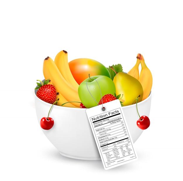 Taça de fruta saudável com um rótulo de nutrientes. Vetor Premium