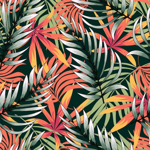 Tendência abstrata padrão sem emenda com folhas tropicais coloridas e plantas sobre fundo verde Vetor Premium
