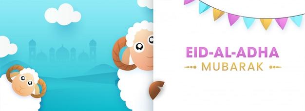 Texto de eid al-adha mubarak com as duas bandeiras engraçadas dos carneiros e da estamenha dos desenhos animados no livro branco e no fundo da mesquita da silhueta dos azul-céu. Vetor Premium