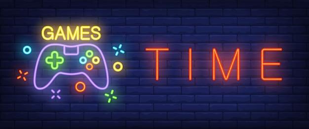 Texto de néon de tempo de jogos com gamepad Vetor grátis