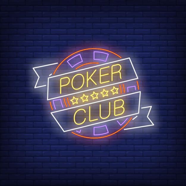 Texto de néon do clube de poker na faixa de opções com chip e cinco estrelas Vetor grátis