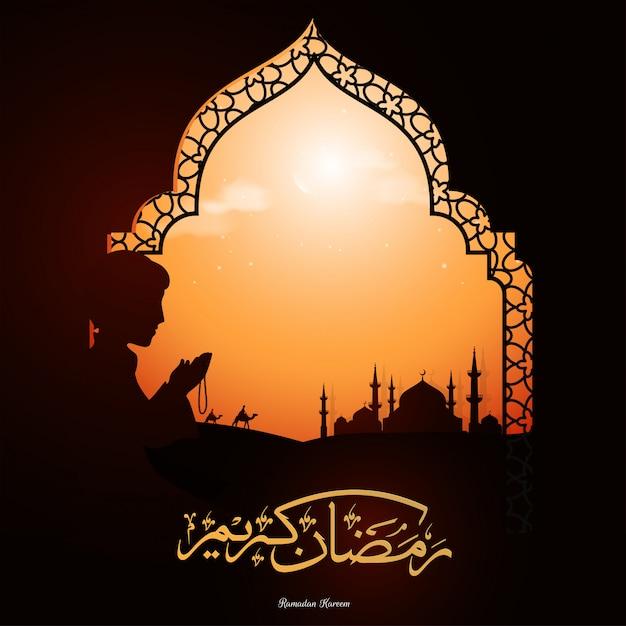 Texto de ramadan kareem em língua árabe e a silhueta do menino muçulmano Vetor Premium