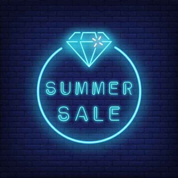 Texto de venda verão neon e diamante em círculo. oferta sazonal ou anúncio de venda Vetor grátis