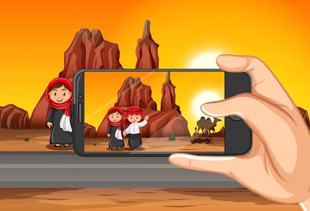 Tirando foto de viagem por telefone inteligente na exibição de fundo Vetor grátis