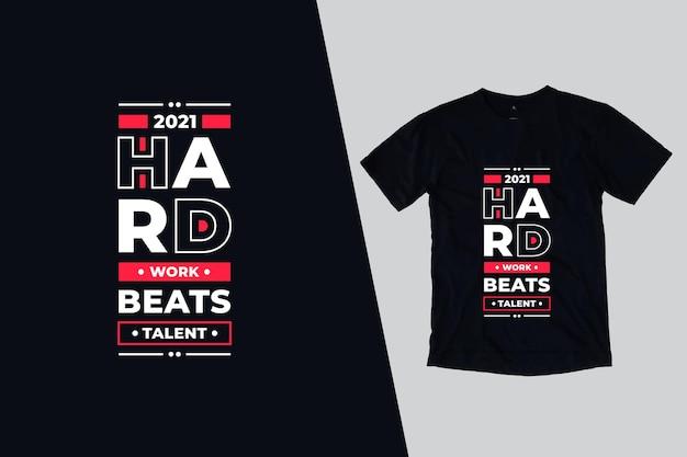 Trabalho árduo supera design de citações de camisetas de talento Vetor Premium