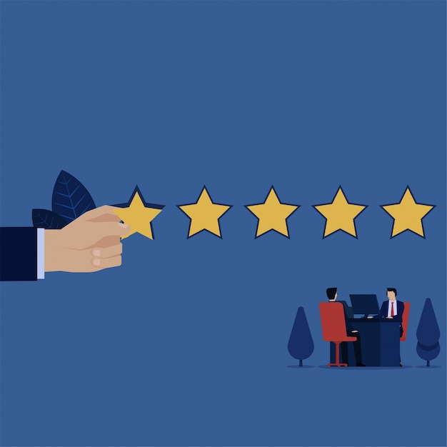 Trabalho de negócios na mesa com o cliente e deu cinco estrelas para revisão. Vetor Premium