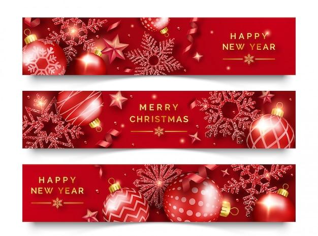Três banners horizontais de natal com flocos de neve, fitas, estrelas e bolas coloridas brilhantes Vetor Premium