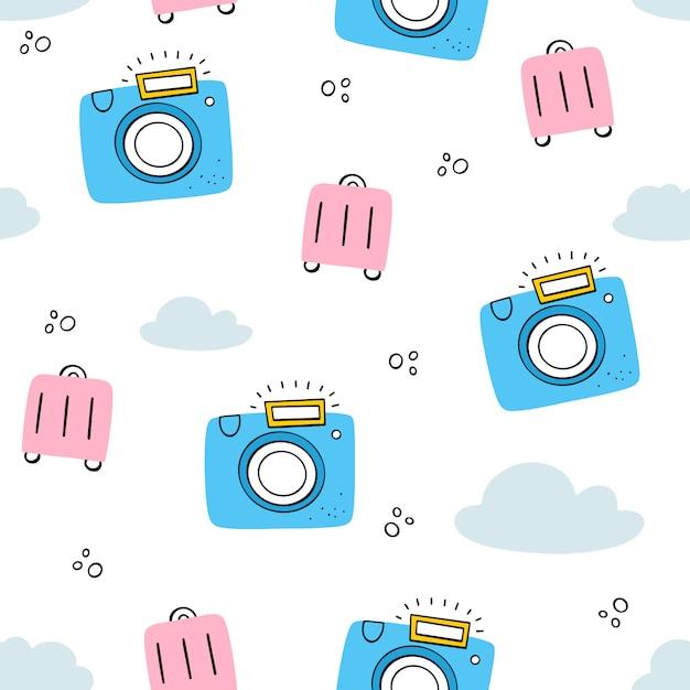 Turismo, férias. padrão sem emenda de vetor com câmera, mala, nuvens. doodle, estilos simples. Vetor Premium