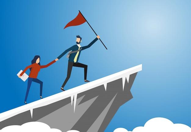 Um, homem, e, um, mulher, com, um, bandeira vermelha, é, prender, seu, mão, junto, ir, para, a, alto, penhasco, com, neve, chão, com, céu azul Vetor Premium