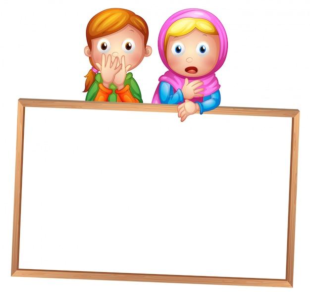 Uma placa branca emoldurada vazia com duas meninas Vetor grátis