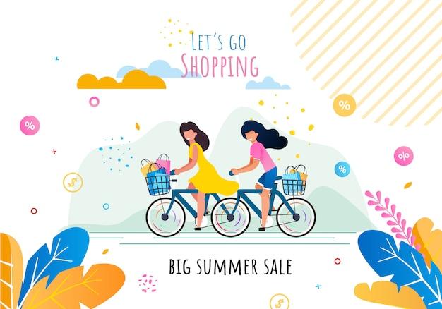 Vamos às compras na grande motivação de vendas de verão. mulheres de sorriso felizes dos desenhos animados que montam bicicletas com as cestas completas das compras em sacos de papel da loja. Vetor Premium