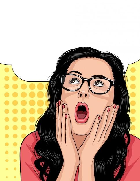 Vector o rosto de mulher em emoções de choque. linda garota abre a boca e mantém as mãos acima do rosto. Vetor Premium