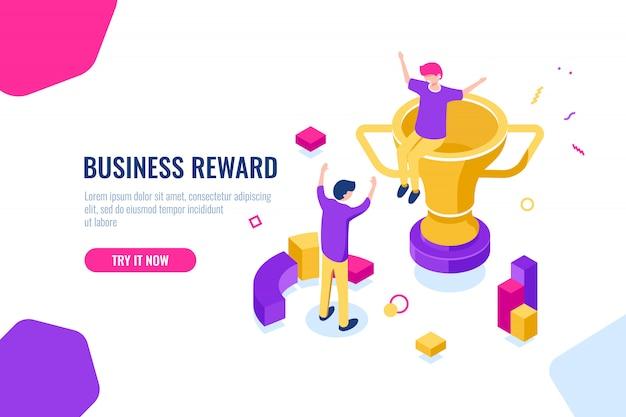 Vencedor recompensa isométrica, sucesso nos negócios, copo de ouro, as pessoas estão felizes de colocar as mãos para cima Vetor grátis