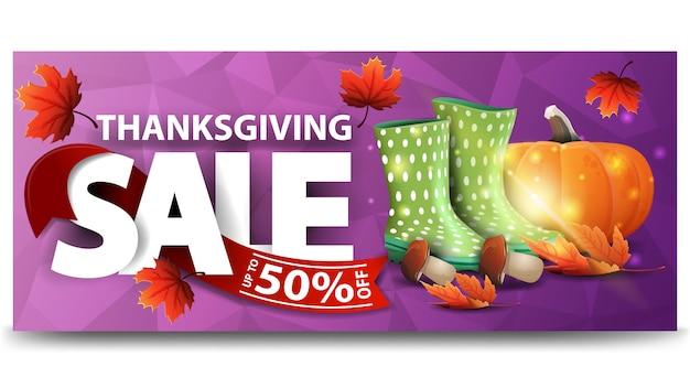 Venda de ação de graças, até 50% de desconto, banner horizontal roxo da web com design poligonal Vetor Premium