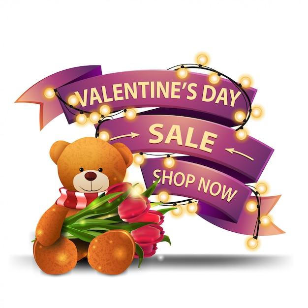 Venda de dia dos namorados, compre agora, banner de desconto rosa em forma de fita embrulhada com guirlanda Vetor Premium
