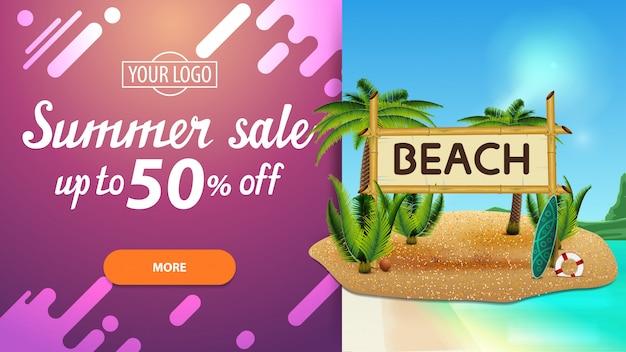 Venda de verão, desconto banner web para seu site com bela paisagem, design moderno e coqueiros e sinal de bambu com a inscrição Vetor Premium