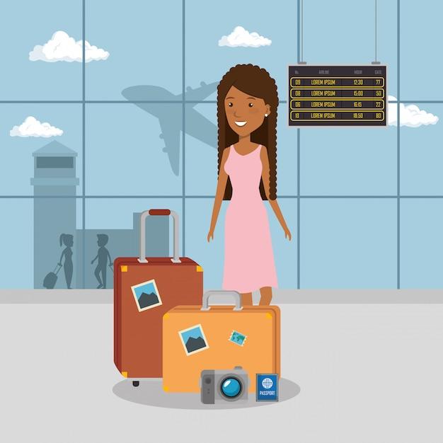Viajante de mulher no aeroporto Vetor grátis