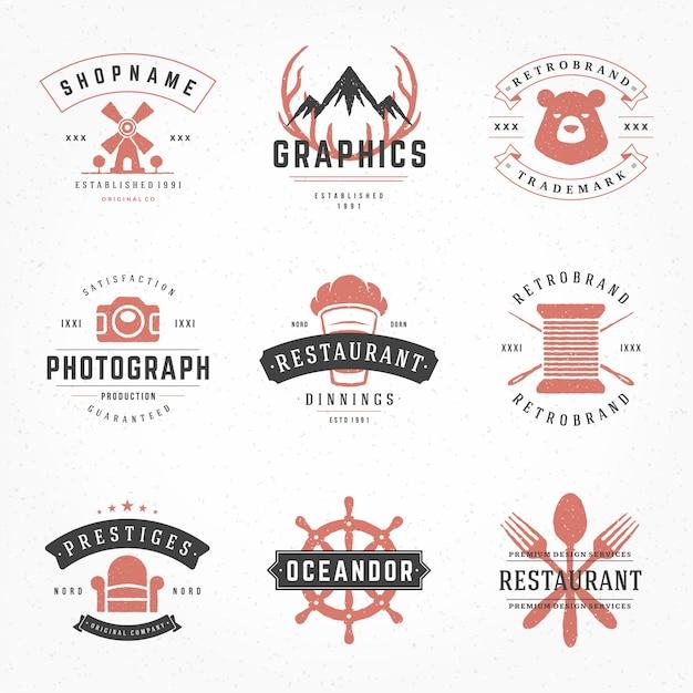 Vintage logotipos e emblemas tipográficos com mão desenhada estilo silhuetas e símbolos conjunto Vetor Premium
