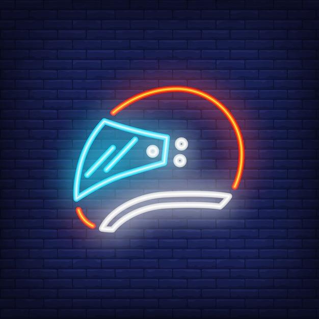 Vista lateral do capacete de motociclista em fundo de tijolo. estilo néon Vetor grátis