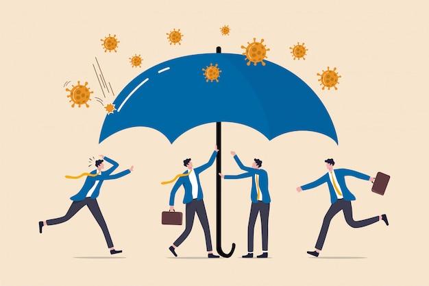 Zona de proteção de coronavírus, cobertura de seguro covid-19 ou política governamental para ajudar as empresas na crise de coronavírus, os empresários ajudam a cobrir sob o guarda-chuva para se proteger do coronavírus. Vetor Premium