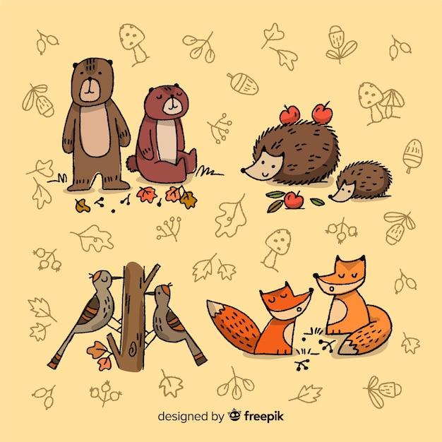 Accumulazione disegnata a mano degli animali della foresta di autunno Vettore gratuito