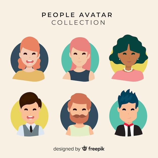 Accumulazione sorridente disegnata a mano dell'avatar della gente Vettore gratuito
