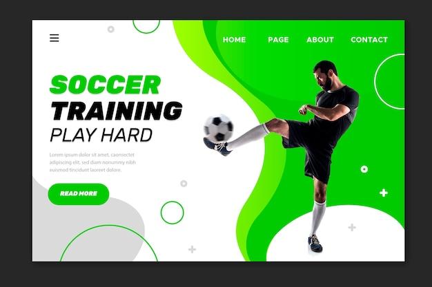 Allenamento di calcio gioca duro landing page Vettore gratuito