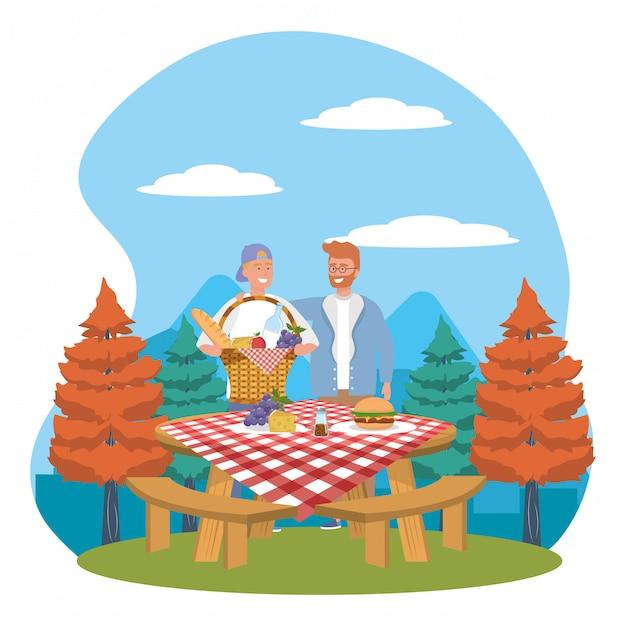 Amici di uomini che hanno picnic Vettore Premium