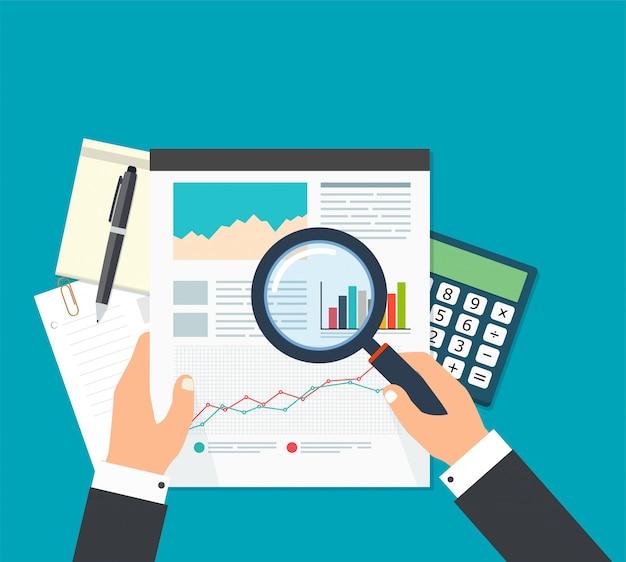 Analisi dei dati finanziari, uomo d'affari con lente d'ingrandimento è alla ricerca di rapporti finanziari Vettore Premium