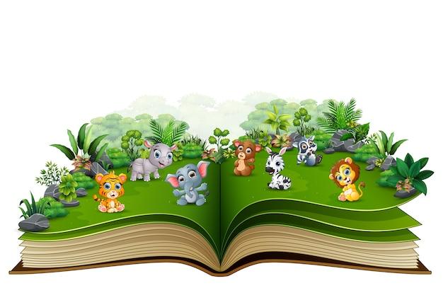 Apra il libro con il fumetto animale del bambino nel parco Vettore Premium