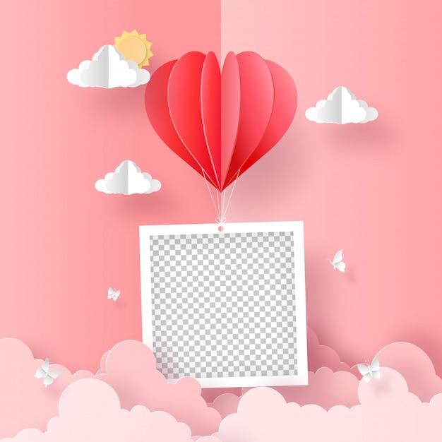 Arte della carta di origami della foto in bianco con il pallone di forma del cuore sul cielo Vettore Premium