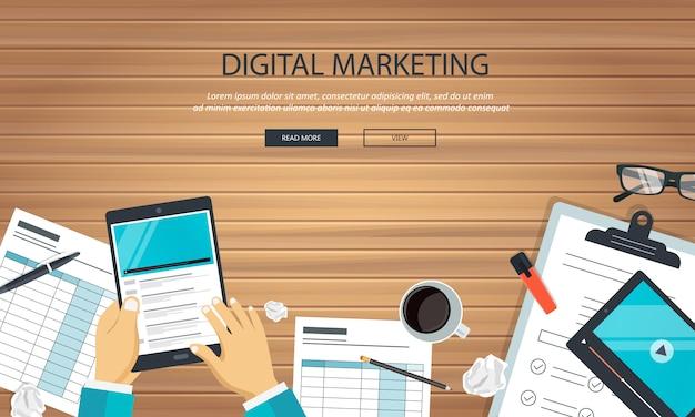 Attrezzatura di marketing digitale sulla scrivania Vettore Premium