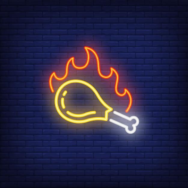 Bacchetta di pollo alla griglia con segno al neon di fiamma di fuoco Vettore gratuito