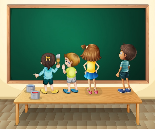 Bambini che dipingono la lavagna in camera Vettore gratuito
