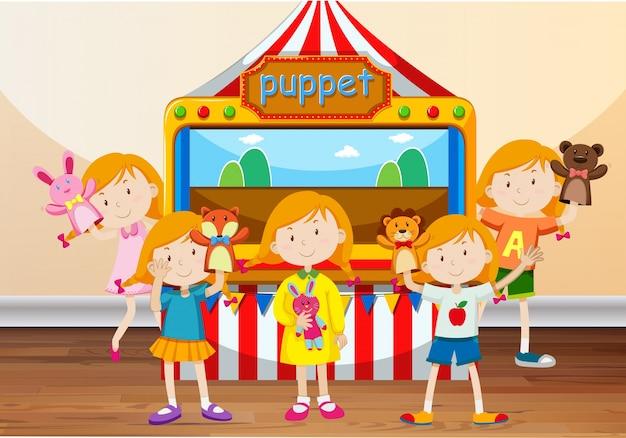 Bambini che giocano con le marionette a mano Vettore Premium