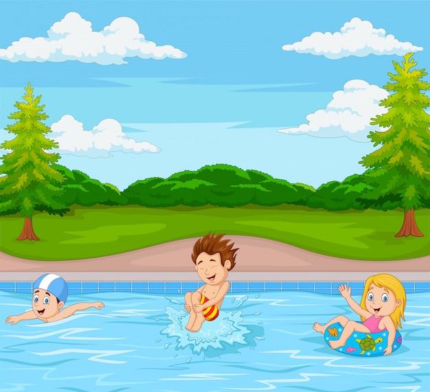 Bambini che giocano in piscina Vettore Premium