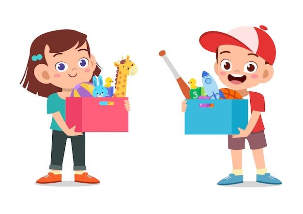 Bambini che tengono la scatola di giocattoli Vettore Premium