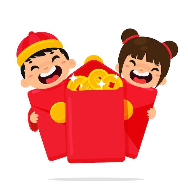 Bambini cinesi che sono felici dopo aver ricevuto un angpao Vettore Premium