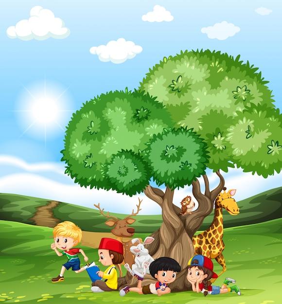 Bambini e animali selvatici sul campo Vettore gratuito
