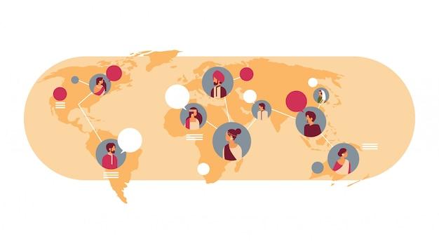 Bandiera della comunicazione globale delle bolle di chiacchierata della mappa di mondo dell'avatar degli indiani Vettore Premium