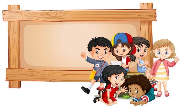Banner con bambini e cornice in legno Vettore gratuito