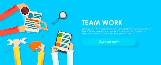 Banner di lavoro di gruppo. mani con oggetti, documenti, caffè, puzzle. Vettore gratuito