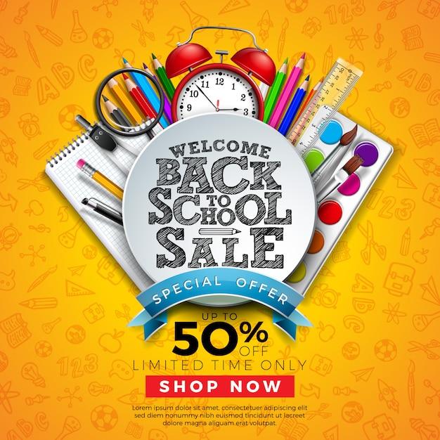 Banner di vendita a scuola con matita colorata e altri oggetti di apprendimento su scarabocchi disegnati a mano Vettore Premium