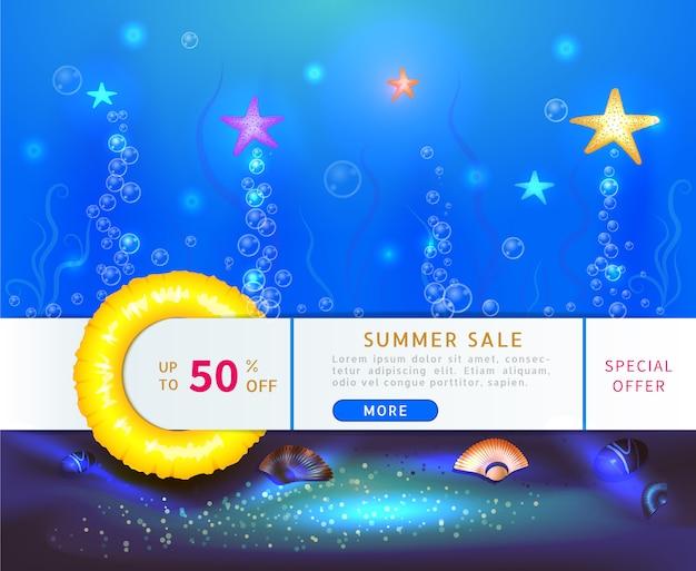 Banner di vendita estiva con sconto del 50% con stelle marine oceaniche sott'acqua Vettore Premium